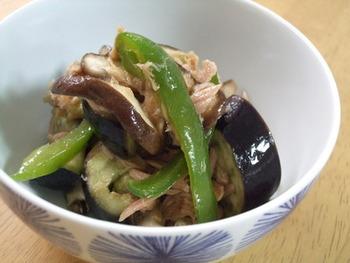 ゴマ油が香ばしい副菜は、レンジ調理ができるのが気軽で嬉しいですね。あと一品……と思った時の強い味方になりそうです♪