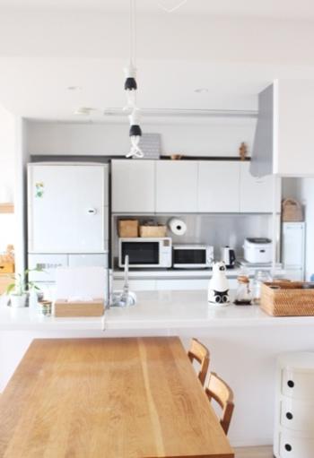 けれど使いやすいからといって、料理道具が出しっ放しのキッチンだと、お洒落とは程遠いキッチンに。素敵なブロガーさんのおうちのようなキッチンを目指すなら、使いやすさとお洒落さのバランスが大切です。