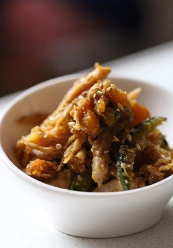 レンジだけで作れる副菜は忙しい日にもぴったりですね。甘辛く仕上げてご飯のおともに♪お弁当に入れても良さそうです。