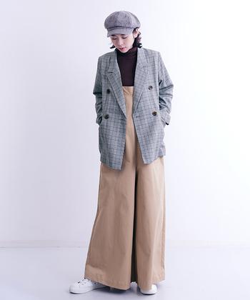 メンズライクな着こなしからフェミニンなスタイルまで、幅広いコーディネートに活躍するグレンチェックのテーラードジャケット。一枚さらりと羽織るだけで、秋冬のカジュアルスタイルを大人っぽく、スタイリッシュな雰囲気に仕上げてくれますよ。