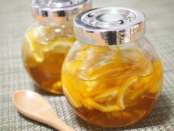 定番の蜂蜜レモンです。暖かくしても冷たくしても、このままでも炭酸水や酢で割っても楽しめる汎用性の高いドリンクです。季節を問わず楽しめます。
