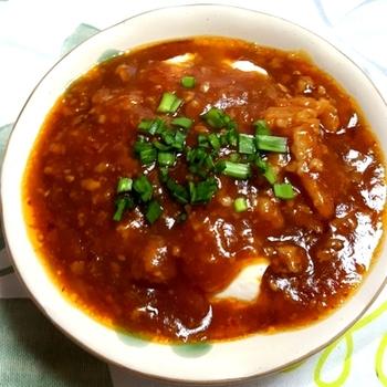 温かさと辛さがダブルで体を温めてくれますし、ヘルシーです。シンプルですが、味や辛さを調整すれば何度でも楽しめる一品です! 重い料理が苦手な人でも麻婆豆腐なら大丈夫でしょう。