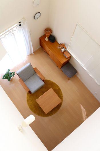 まずはお部屋の片づけから。いらないものは処分して物は所定の位置にしまい、床にモノを置かないこと。これだけでもかなり部屋が広く感じられるようになりますし、すっきりとスムーズに大掃除ができるようになります!