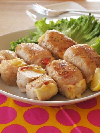 はんぺんのふわっとした食感と、焼き上げた豚肉のカリっとした食感が絶妙な逸品。トマトの程よい酸味がアクセントになり、さらに美味しさを引き立てます。リーズナブルな材料でボリューム満点!節約おかずは、主婦の嬉しい見方ですね。