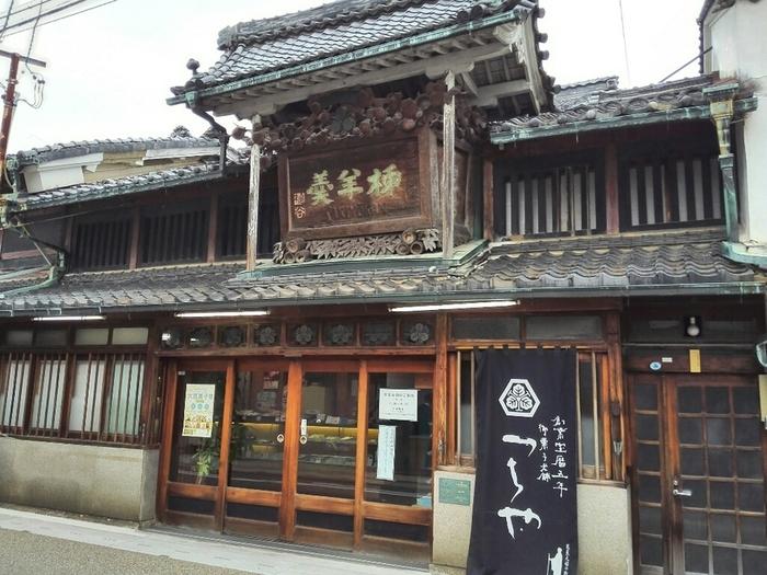 「御菓子つちや」は宝暦五年(1755年)に大垣城下町にて創業して以来、260年にわたり菓子を作り続けている老舗。「柿羊羹」がお店の代表的なお菓子ですが、最近注目されているカラフルな新しいお菓子があります。