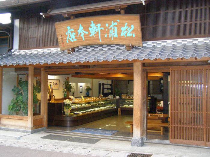 恵那市にある「松浦軒本店」は、江戸時代に長崎より伝わったポルトガル伝来のカステーラの製法を、七代に渡り210年以上守り続けています。