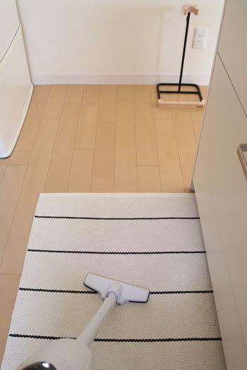 いよいよ総仕上げ。あとひといき!  家中のあらゆるところを掃除して出たホコリを、掃除機でキレイに吸い取りましょう。  お部屋の掃除が終わったらカーテンをつけて、お布団を取り込んで終了です。おつかれさまでした♪