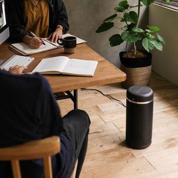 近頃の家電は優秀なので、それぞれの特徴を知った上で、シチュエーションに合うものを選べば、かなり良い仕事をしてくれるはず。それほど広さのない日本の住環境では、リビングやダイニングを暖めるメインの暖房器具と、仕事部屋やキッチン、脱衣所など、スポット的に使うサブの暖房器具を組み合わせて使うのがおすすめです。