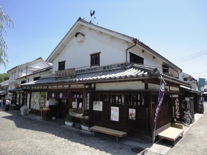 廣榮堂は、もとは廣瀬屋という7代ほど続いた瀬戸物屋だったそう。安政3年(1856年)にお菓子屋に商売替えし、以来160年以上きびだんごを作り続けています。(写真は倉敷店)