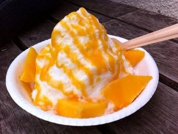 「QQ 屋台屋」では台湾かき氷をいただくこともできます。今、大人気の台湾かき氷ですが、人気が出る前からもここではずっと提供されていたそう。そのふわふわの食感、ぜひご賞味あれ♪