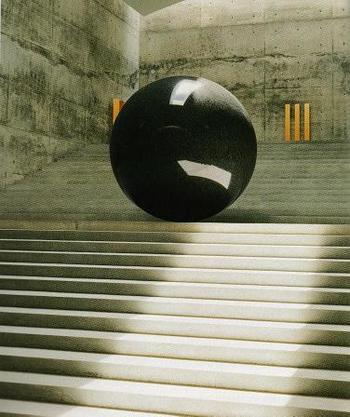 館内には、クロード・モネ、ウォルター・デ・マリア、ジェームズ・タレルの作品が展示されています。  こちらはウォルター・デ・マリアの作品。直径2.2mの球体と金箔を施した木彫があるアートスペースは、天井から降り注ぐ自然光のみで鑑賞します。