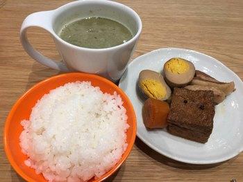 台感で、ぜひ食べてみて欲しいのは「滷味(ルーウェイ)」。薬膳風のおでんで、煮卵、煮豚、厚揚げなどが入っています。味はほんのり八角の風味で、台湾フード好きにはたまりません。