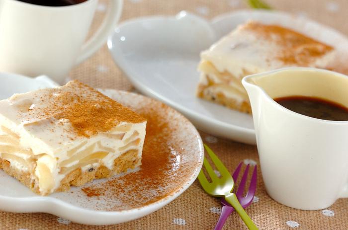 ショウガを加えることで、甘さ控えめに仕上げたアップルチーズケーキ。リンゴとショウガの歯ごたえと、レアチーズのまろやかさを同時に楽しめます。仕上げにシナモンパウダーを振りかけて、コクと見た目の華やかさをアップ♪コーヒーにも紅茶のお供にも、オススメの一品です。