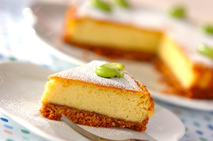 ソラ豆と木綿豆腐を加えて、ふわっと軽い食感に仕上げたチーズケーキ。デザートとしてだけでなく、朝食としても活用できそうです。