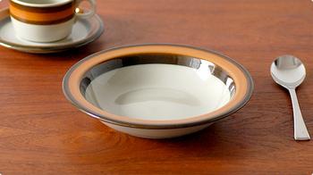 スウェーデン王室御用達の釜として創業したRorstrand(ロールストランド)から、Annikaシリーズのスープボウルです。レトロなヴィンテージデザインは、古き良き北欧の食卓をイメージさせます。