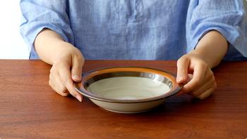しっかりと容量があるものの、コンパクトなサイズ感。小さめの食卓に置いてもおさまりが良く、使い勝手も◎です。