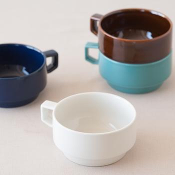 カラーバリエーションが豊富で、定番からポップなものまで充実のラインナップ。色によってイメージがガラリと変わるので、好みや食卓に合わせて選ぶ工程も楽しんで。
