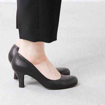 高い美脚効果が期待できる7cmヒール。初心者さんには高すぎるかも?と思いがちですが、試着して安定感のあるものを選べば、意外に抵抗なく履けるはず。  大人の女性らしさをプラスしたい時や、披露宴などのフォーマルなシーンにも活躍してくれます。