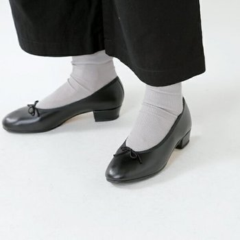 フラットシューズと、ほぼ変わらない履き心地の3cmヒール。実はフラットシューズよりも、踵が疲れにくいなんていう声も。  ヒールが主張しすぎないので、リラックスコーデや、ちょっぴりスポーティーなコーデにも、無理なくマッチしてくれます。