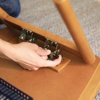 折り畳み家具の利点といえば、ワンタッチで折り畳むことができるので、力を入れすぎずに家具が使えます。組み立てる必要性がなく簡単に扱えます。