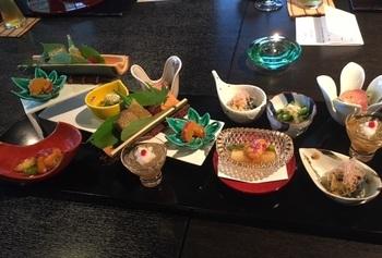 夕食は日本料理、朝食は和・洋のメニューが。地の幸の饗宴も楽しみです♪