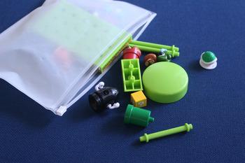 お子様の細々したおもちゃ、収納しにくいですよね。 スライダーケースなら小さなパーツまでもれなく収納できます。