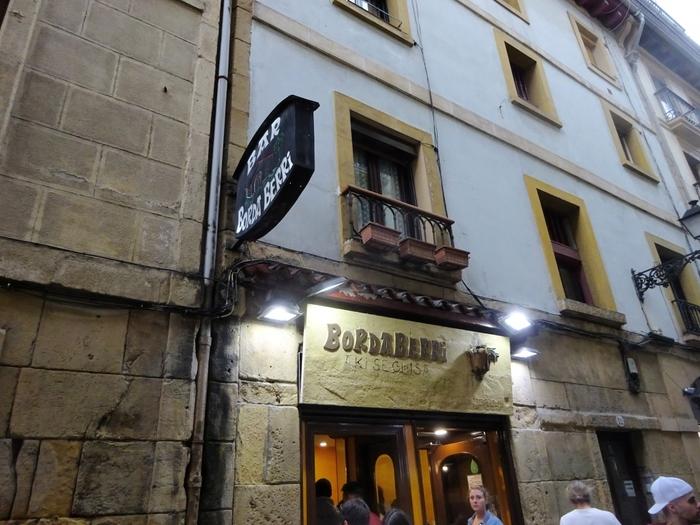 『ボルダ・ベッリ』は、一般的なバルのレベルを超えた完成度の高い料理を提供する店。ここでは前菜系ではなくメインとなる料理を選んでお腹と心を満たしてください。