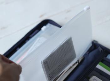 家計管理がしやすいとインスタを賑わせているパスポートケースのレフィルは、お札や文具入れとしてちょうど良く、リングにはめられるようになっています。3枚セットなのもうれしいですね。