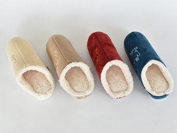 北欧生まれの人気ブランドmozのルームシューズ。つま先までボアがしっかり詰まっているから温かさはもちろんのこと、かわいい4種類の色合いが素敵です。家族で履きたいルームシューズ♪