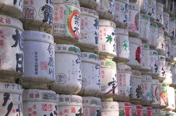 日本を代表する日本酒の原料はお米です。あわせるおつまみもシンプルで比較的白いご飯に合うものが好相性。それ以外にもチーズと和食材をマリアージュさせたものも実は相性が良かったりするんですよ。それでは日本酒と共に楽しむ簡単おいしいおつまみレシピをご紹介したいと思います。