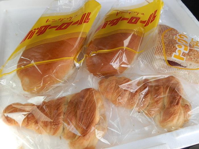 他にも、「バターロール」や「クリームパン」など。昭和レトロなパッケージが新鮮です。