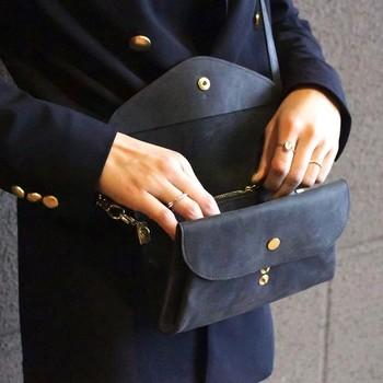 このバッグ、もっとここがこうだったら使いやすいのに…。 使っているうちに気づく小さな不満。 そんな小さなこだわりにもきちんと答えてくれるのも、ハンドメイドならでは。  自分だけの『使いやすい』がたくさん詰まっていて、一度使うと他は要らないとまで思えるほど。