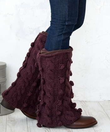 お手持ちのショートブーツの上から被せるだけで、ロングブーツのようなシルエットであたたかいブーツウォーマーも本格的な冬にはおすすめです。もちろんデニムの上から被せる着こなしもGOOD!