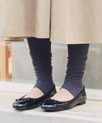 トレンカ風のレッグウォーマーはファッション性が高くて使いやすいですね。タイツなどを履くのが苦手な方にもおすすめです。