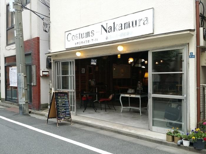 田原町駅より徒歩で約3分。ゆったりとした空間が魅力の「イリヤプラスカフェ カスタム倉庫」。木造の倉庫をリノベーションしたカフェです。