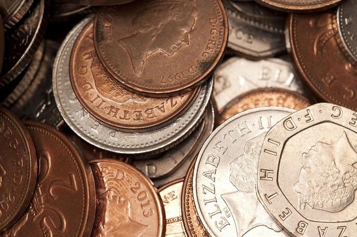 イギリスの最小通貨である1ペニー硬貨(日本で言う1円玉)を拾うと幸福が訪れると言われています。さらにエリザベス女王の肖像が上になっている状態で落ちていれば、なお幸運を招くとされ、拾った硬貨は「ラッキーペニー」と呼ばれます。日本で拾ったら、ものすごい幸運が舞い込んできそう♪