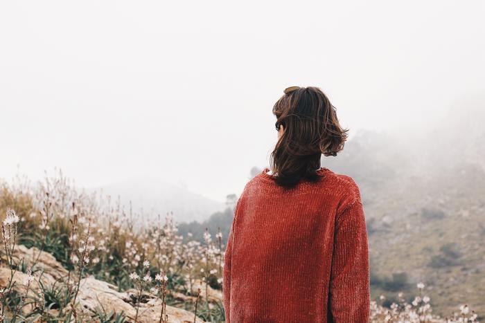 外にいる時は自分がどんな状態であれ、笑顔でいることを心がけている人もいるでしょう。いつも笑顔だからといって、その人が幸せかどうかは見た目からは判断できないものです。