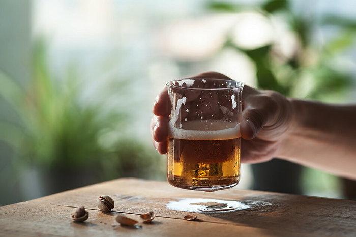 ソフトドリンクやお茶のほか、ビールなどのお酒を入れて楽しんでも。小振りだから、ちょっとずつ飲みたい時やゆったりしたい時にぴったり。