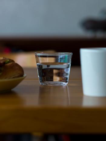 ウイスキーはお酒のほか、ソースなどの調味料を入れても。何かと便利な小振りサイズです。