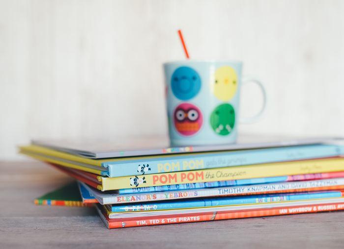 眺めているだけでワクワクした楽しい気持ちになれる―そんなたくさんの魅力が詰まった絵本の世界。 立体的でユニークな仕掛けが施されたポップアップ絵本や、おしゃれで可愛い世界が広がるデザイナーの絵本、遊びながら楽しく学べる海外の知育絵本など。 自分の子どもや大切な友人の子どもに、ぜひ特別な一冊を選んでみませんか?