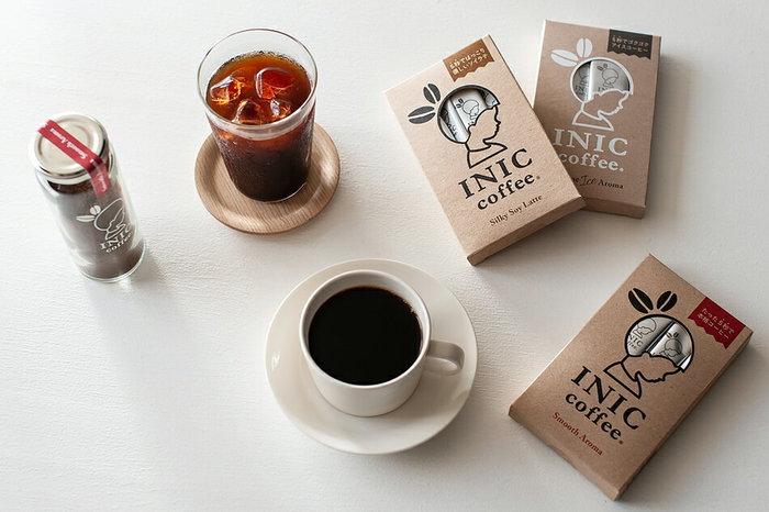 せっかくコーヒーカップを贈るなら、ちょっと気を利かせてコーヒー豆をペアリングしてみませんか?貰ってすぐに楽しめるって、とても素敵です。コーヒーが苦手な方ならハーブティや紅茶もいいですよね。