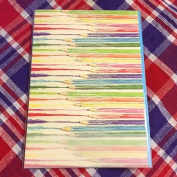 いかがでしたでしょうか。 水彩色鉛筆は、塗り絵~イラストの着色まで万能で、水彩画絵の具より、断然使いやすいですよね。携帯しやすく、外出先でのデッサンも気楽に楽しめます。  ぜひ水彩色鉛筆を使って塗り絵をしたり、絵手帳を描いたりして、楽しんでみてくださいね。 集中できて、ストレス解消にもなりそうです♪