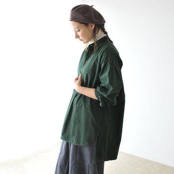 ナチュラルファッションが好きな女性にとって、長袖のチュニックは秋冬に欠かせないアイテムのひとつ。 今回はそんなチュニックを取り入れたコーディネートを、カラー別にご紹介♪寒くなる季節のスタイリングに、ぜひ参考にしてみてください。