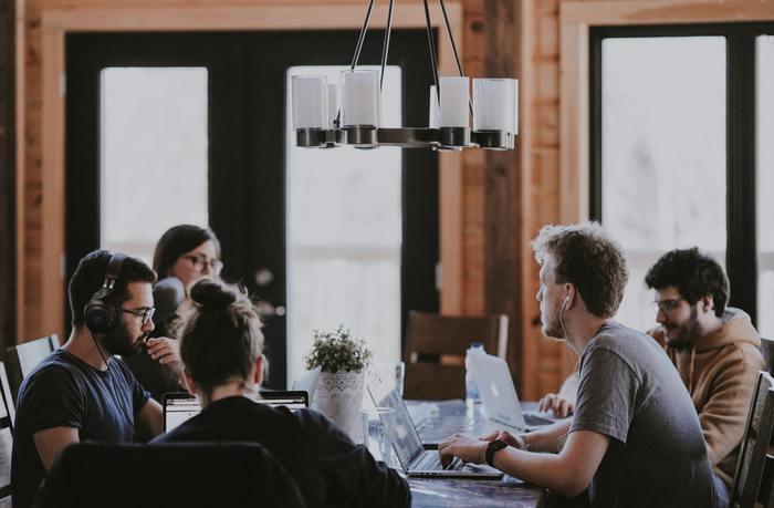 職場において、考えを述べたり意見を求められる場面というのは多々あるものですね。そんな時、自分の本当の気持ちや考え=「本音」をしっかりと伝えられていますか?