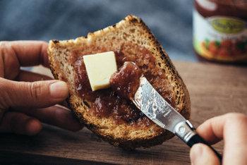 ゆううつな朝でも、美味しいパンとパンを美味しく食べられるアイテムが待っていると思えば、つい早起きしたくなってしまいます。ぜひ、こだわりのパンアイテムで素敵なお目覚めを!