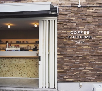 代々木八幡駅・代々木公園駅から徒歩約6分の「コーヒー スプリーム トウキョウ」は、ニュージーランド生まれのコーヒー専門店です。席数は少なめなので、テイクアウトして街を散歩するのもおすすめ♪