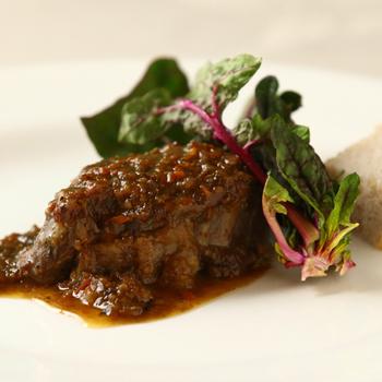 絶品の信州プレミアム牛の軽井沢ビール煮込み。牛肉の旨味を存分に味わうことができます。プティパンには沢屋のジャムがついてこれまたほっぺたがとろける美味しさを味わうことができます。緑に囲まれていただく美味しいお料理はまさに至福の時間です。