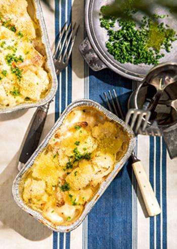 グラタン皿がお家にない時には、市販の『アルミ容器』でも代用できます。アルミ容器はコンパクトにたためるので、外でのお食事にも◎。冷めても美味しいグラタンは、ランチやピクニックのお弁当にもおすすめですよ。