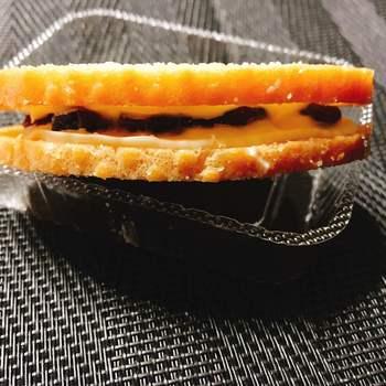 お土産なら、群馬限定販売の限定ラスク『グーテ・デ・レーヌ』を。ガトーラスクとレーズンサンドを掛け合わせた贅沢な味わいが人気。冷やすとより一層美味しくなると評判です。