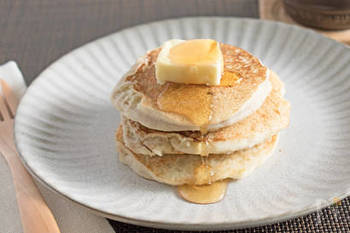 卵、小麦粉、砂糖不使用のパンケーキ。砂糖を使わない分、完熟したバナナを使うのがポイント!豆乳は、調整又は無調整、どちらを使ってもOK!もっちり&しっとりの食感をお楽しみ下さい!